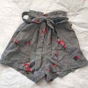Loose formal short with stripes floral embroidery